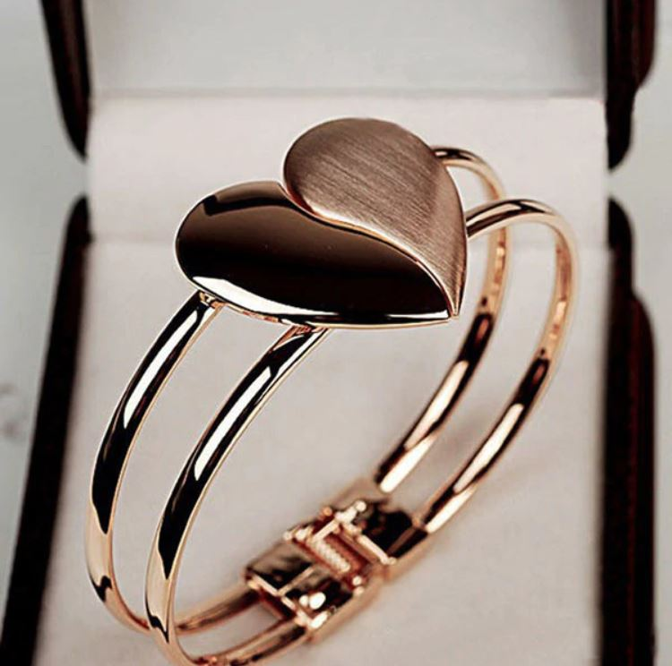 Lady Elegant Heart Clasp Bangle_3